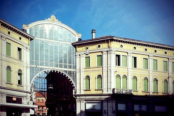 Zakupy przy Piazza Feretto